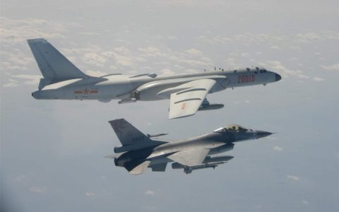 """解放军飞机穿越""""海峡中线""""的下一步"""